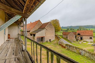 Balcon ferme à rénover proche de Cluny avec vue dégagée à vendre par Story's Immobilier