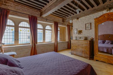 Chambre et fenêtre maison romane à Cluny 71