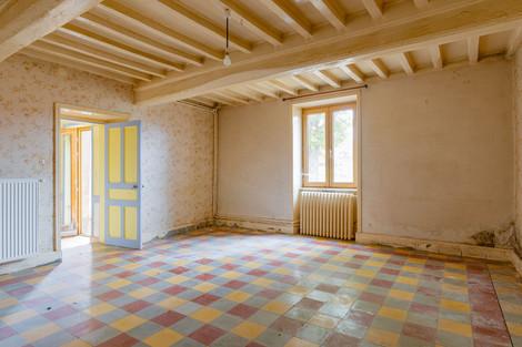 Intérieur ferme à rénover proche de Cluny avec vue dégagée à vendre par Story's Immobilier