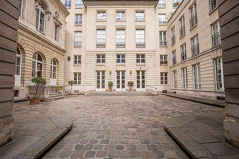 Duplex à vendre dans magnifique copropriété au coeur du Marais historique à Paris