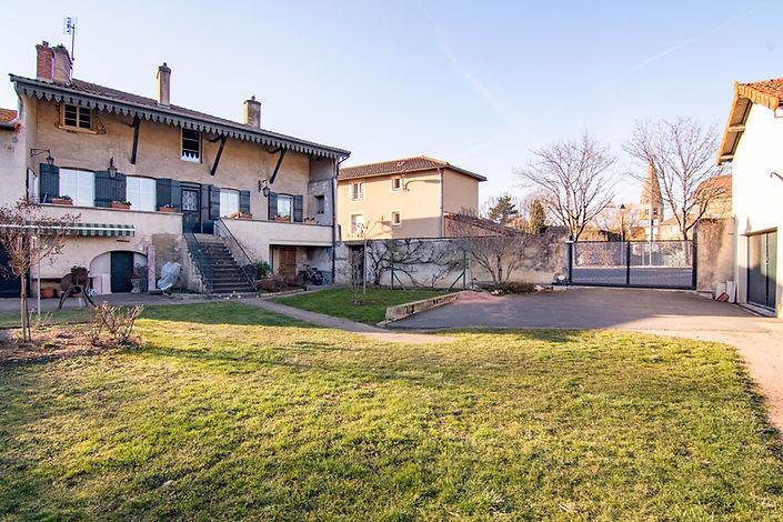 Façade maison vendue dans le centre de Cluny par Story's immobilier