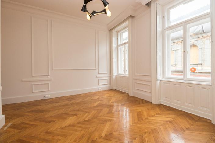 Living appartement de luxe avenue Andrássy à Budapest vendu par Story's Immobilier
