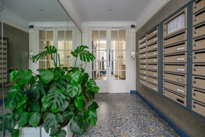 Entrée immeuble appartement vendue par Story's rue Mademoiselle à Paris