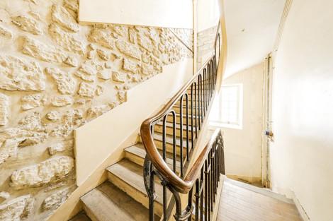 Escalier studio vendu par Story's rue des Gravilliers Paris Marais