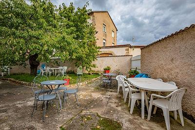 Jardin dans belle maison à vendre au centre de Cluny par Story's