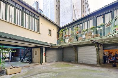 Cour d'immeuble loft Lamarck Paris 18 vendu par Story's