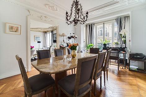 Salle à manger appartement vendu par Story's village levis Paris