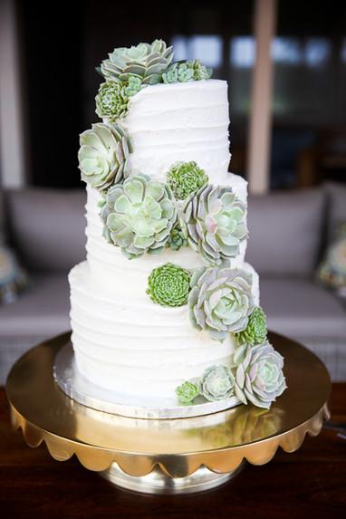 Local wedding photography wedding day details cake