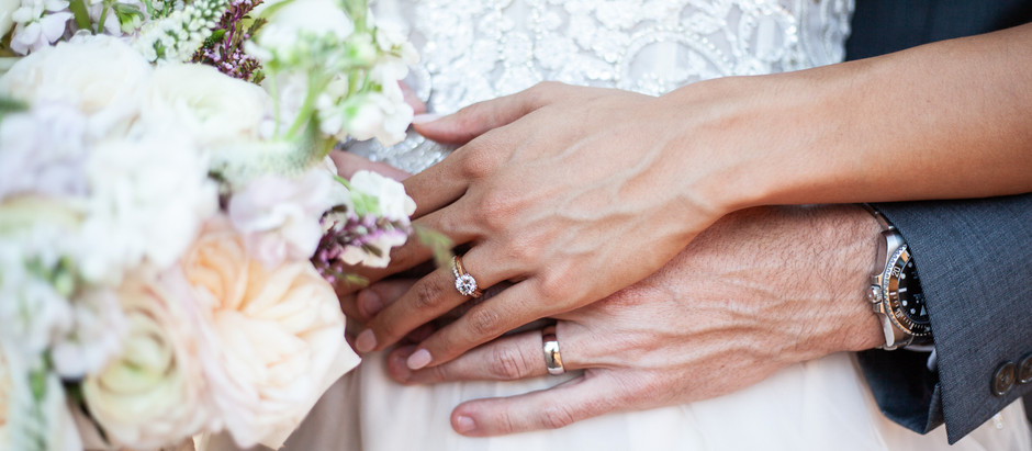 5 Reasons to Hire a Professional Wedding Photographer and not a Friend.