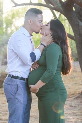 young couple desert maternity photoshoot