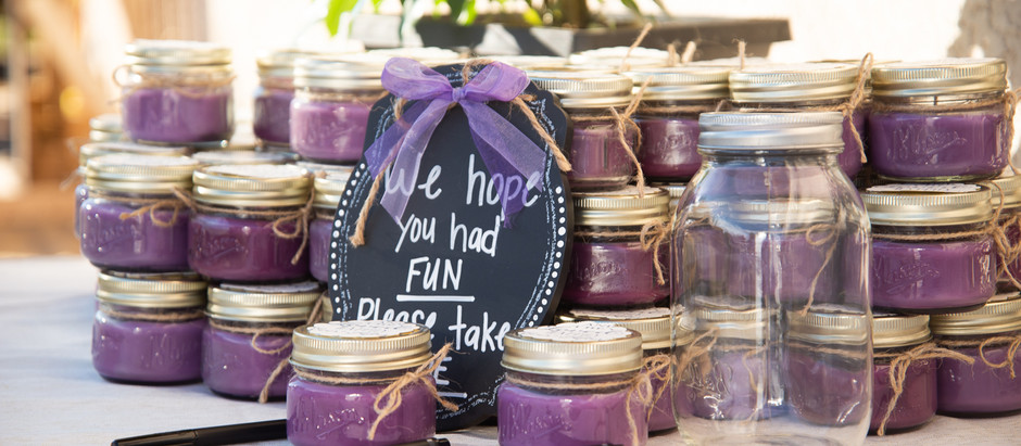 To have wedding favors or to not? The pros and cons!