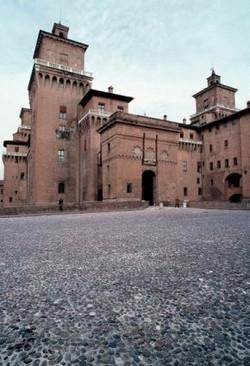 2214_ferrara_veduta_castello