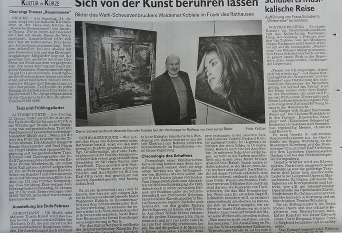 Wer zurzeit das Foyer des Schwarzenbrucker Rathauses betritt, wird von den dort gezeigten Bildern geradezu überwältigt. Großformatige, abstrakte Farbexplosionen aller Couleur hängen einvernehmlich neben gegenständlichen Gemälden im Stil eines Renoir oder Feuerbach.