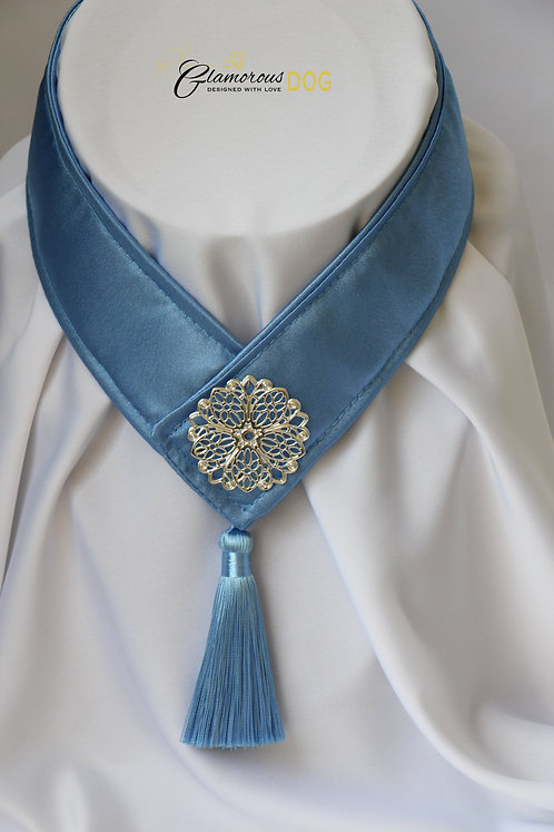 Límeček modrý zdobený kovovou destičkou 2