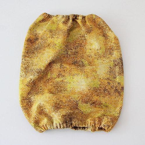 Ušanka látková - hadí vzor zlatá