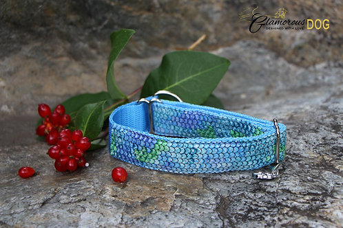 Small blue collar with snake pattern