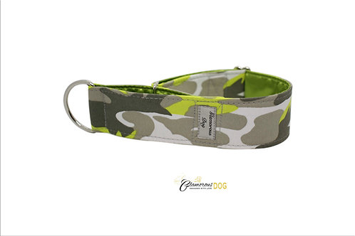 Adjustable collar green camouflage with the possibility of a leash