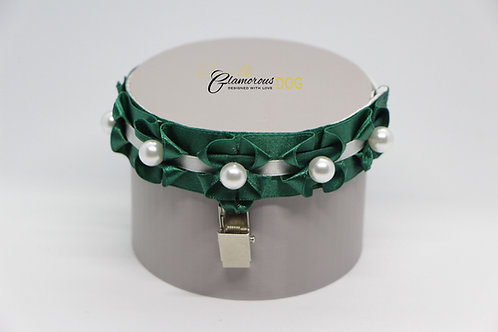 Cadmium green with white pearls