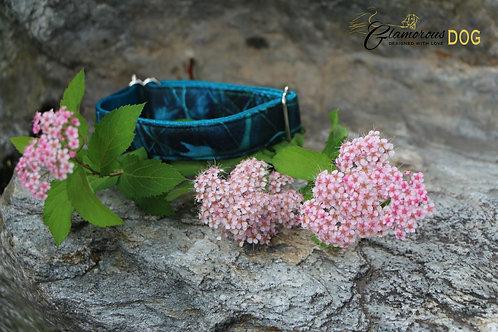 Small green graffiti collar