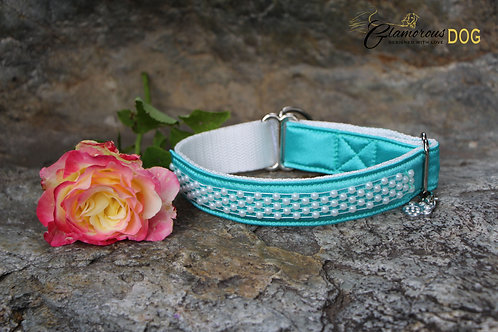 Small turquoise collar with pearls