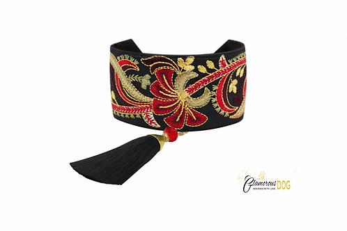 Vienna collar with tassel