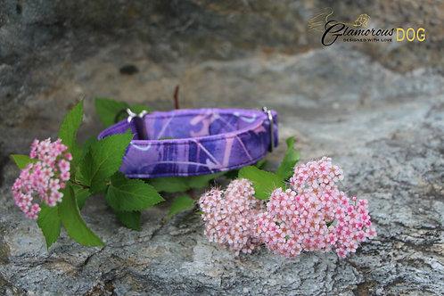 Small purple graffiti collar