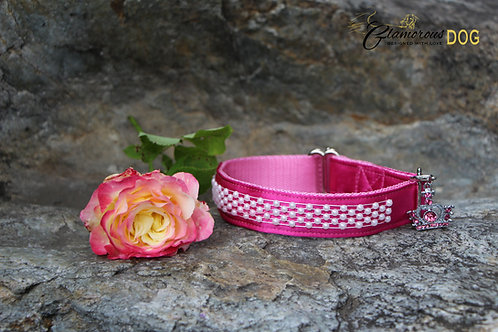 Small pink collar with pearls