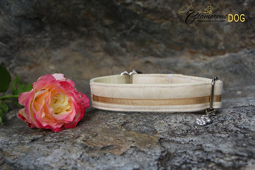 Small beige collar