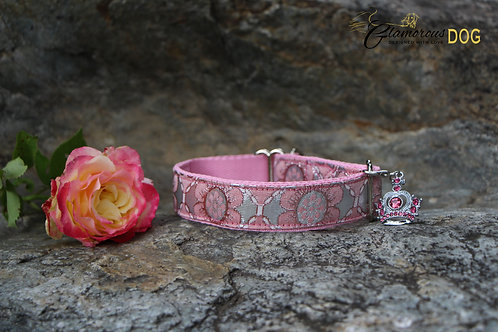 Small light pink brocade collar with flowers pattern