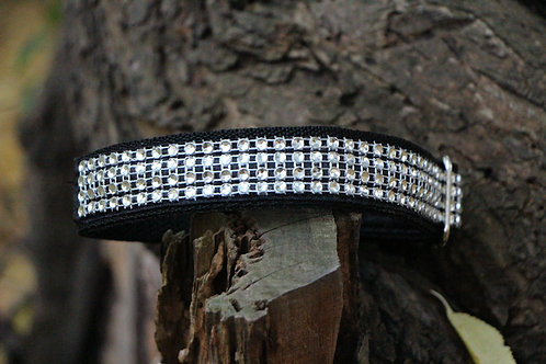 Small black decorated collar