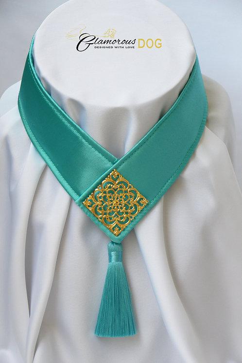 Límeček zeleno-modrý zdobený kovovou destičkou