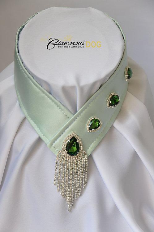 Límeček světle zelený zdobený šperkem a kamínky