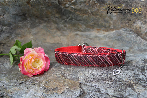 Small red brocade collar with lines