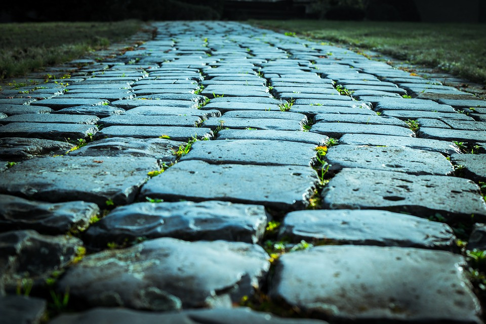cobblestones-1085753_960_720.jpg