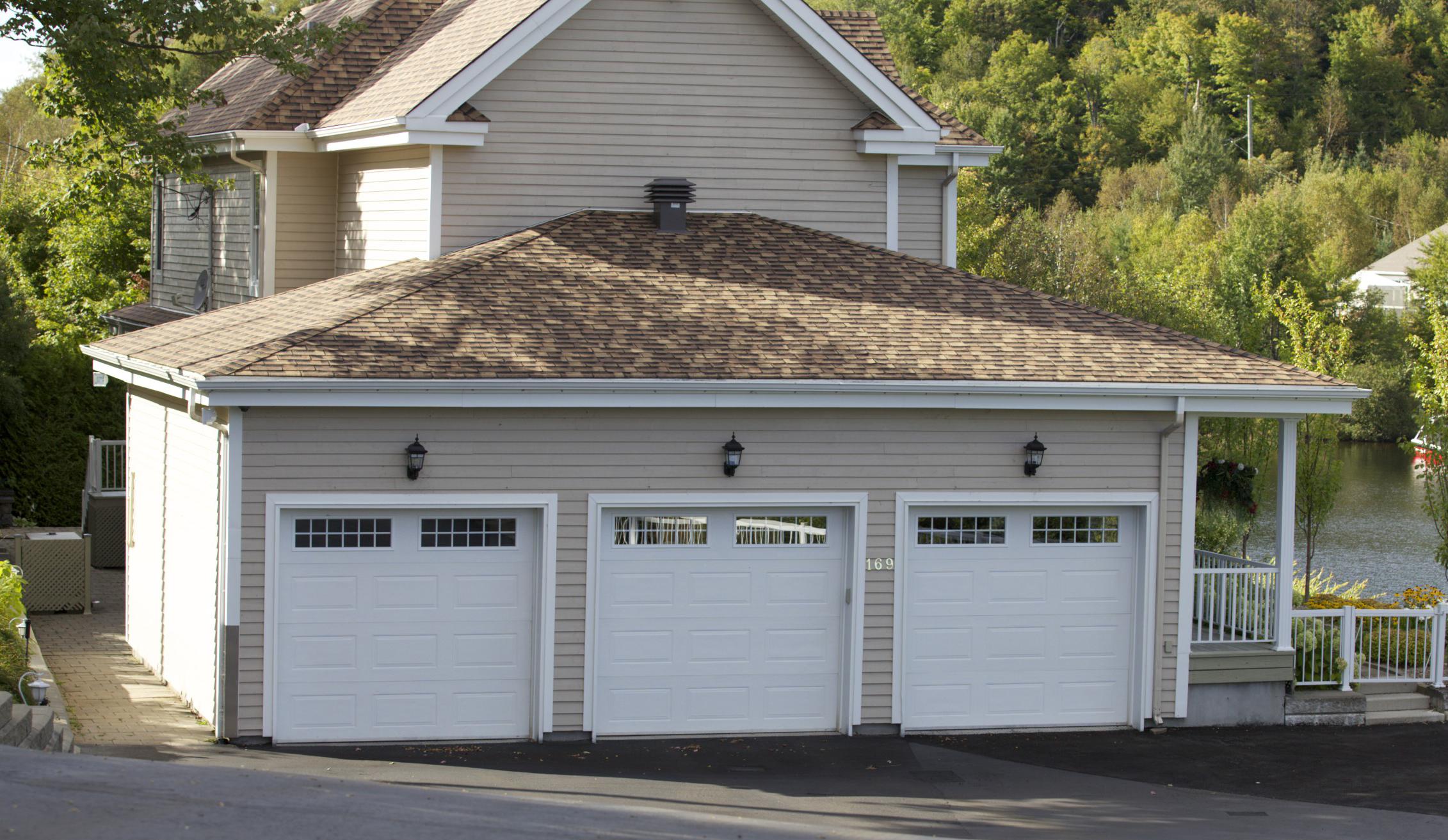 Cedo porte de garage D1600 WEG blanc thermos carrelage