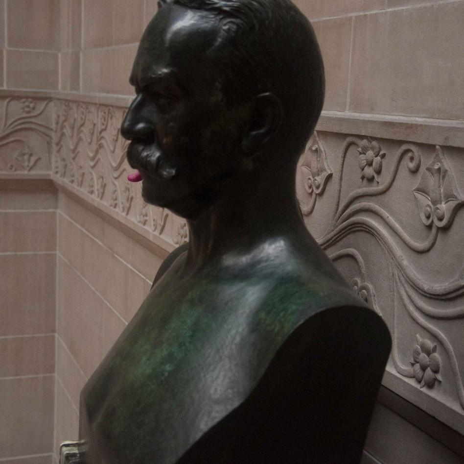 living_statue.jpg