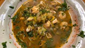 Fischsuppe mit Meeresfrüchten