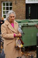 30 Pat - Feeding the pigeons