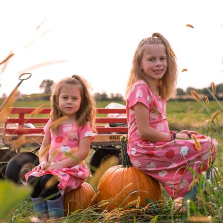 Maddie & Emilee   apple orchard mini   hastings, mn