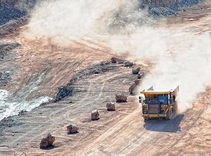 грузовик на грязи
