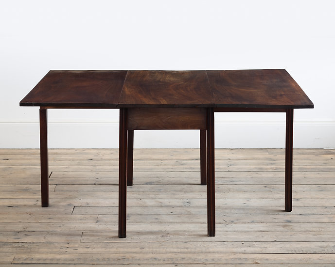 A George III mahogany drop leaf dining table