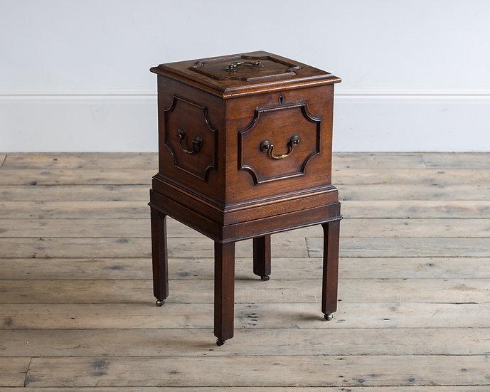 A George III mahogany cellerette