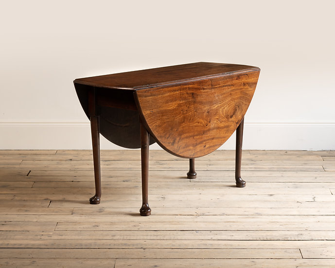 A George II figured mahogany drop leaf table