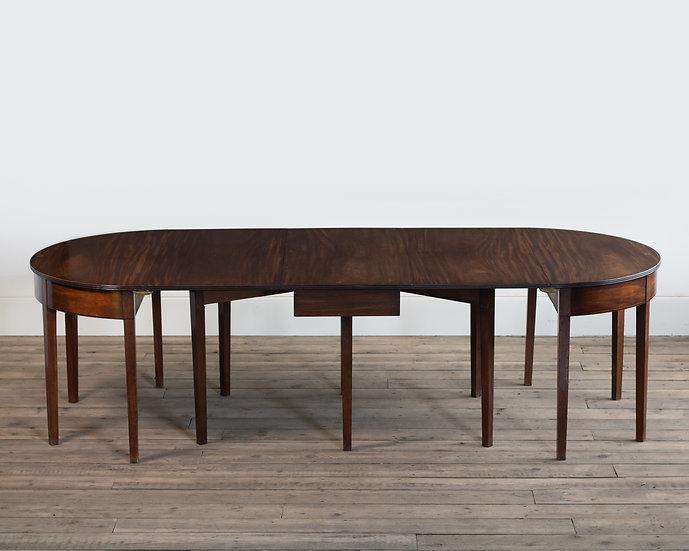 A Georgian mahogany drop-centre dining table
