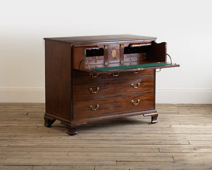 A Georgian mahogany secrétaire chest