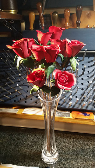 Dozen Long Stem Roses in Clear Vase
