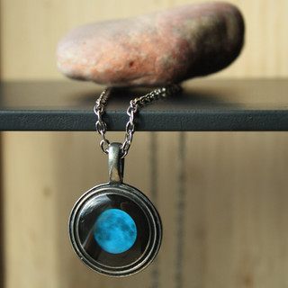 Bitrh moon stone necklace
