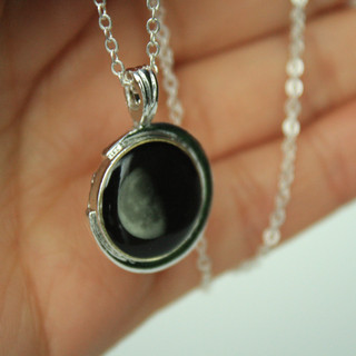 Silver plated necklace moonglow