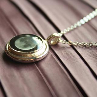 Silver necklace - Moon golw pendant