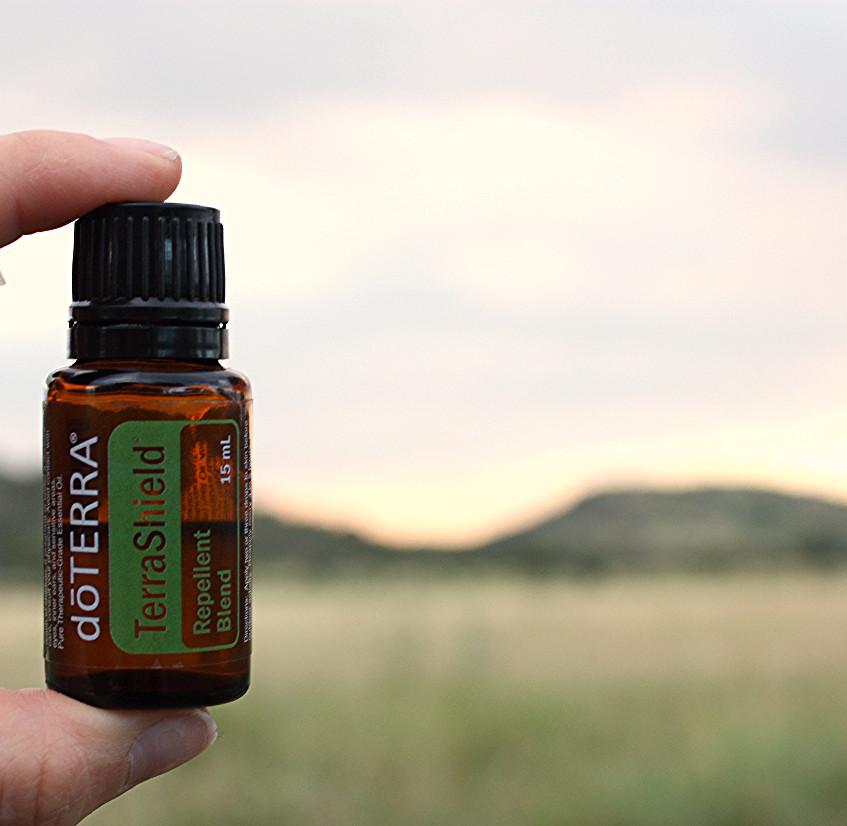 Mélange d'huiles essentielles qui repoussent les moustiques